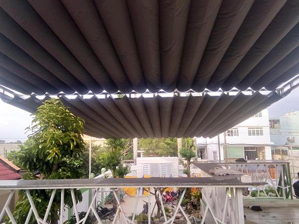 Cấu tạo của mái bạt xếp che nắng được cấu tạo từ những múi bạt xếp khổ lớn