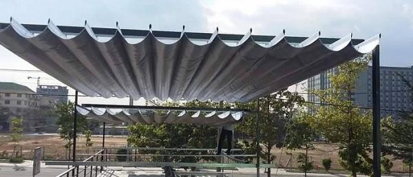 Mái bạt xếp thường được lắp đặt ở hiên nhà