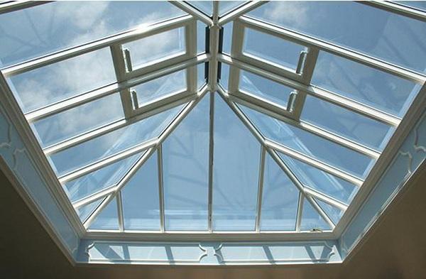 Mái che giếng trời chắn mưa nắng, bảo vệ ngôi nhà