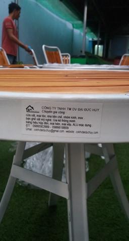 quảng cáo .và bàn ghế